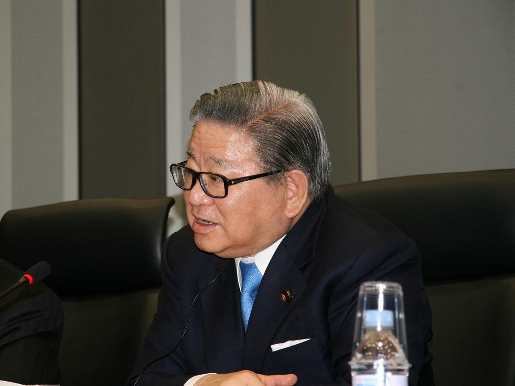 自見 庄三郎 氏(内閣府特命担当大臣 金融 郵政改革担当)