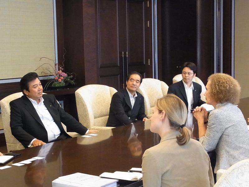 GAVIアライアンス CEOヘレン・エヴァンス氏、大和証券会長 鈴木茂晴氏と日本医療政策機構の意見交換会