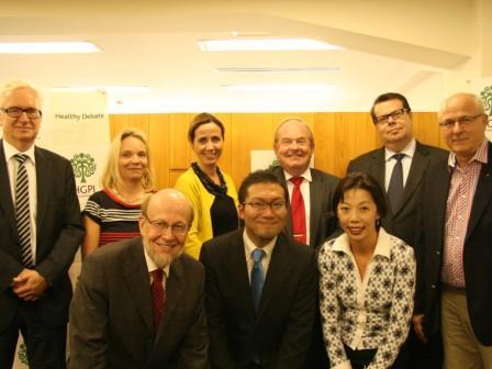 ストックホルム県議会議員、スウェーデン首相夫人らと日本医療政策機構の意見交換会
