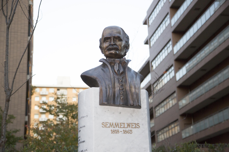 【開催報告】「センメルヴェイス生誕200周年顕彰胸像設置式典」(2018年11月14日)